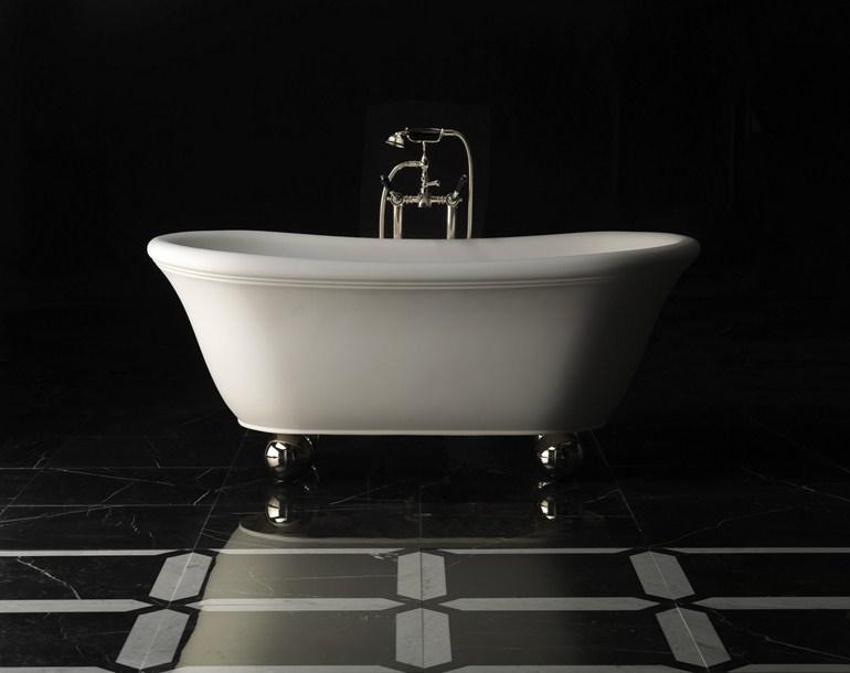 Il bagno come stile di vita - Vasca da bagno con i piedi ...