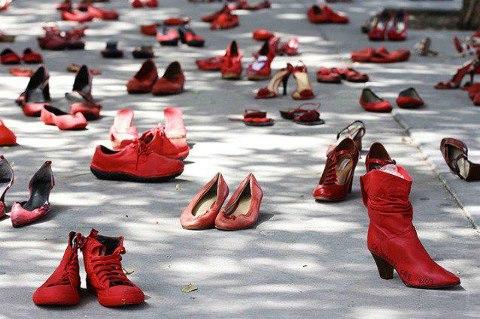 femminicidio-scarpe