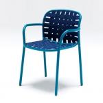 «Yard» di Stefan Diez per Emu. Una comoda sedia composta da una struttura in alluminio verniciato e da cinghie elastiche che si inseriscono nella struttura tubolare secondo una soluzione tecnologica originale sviluppata e brevettata da Emu, adatta sia agli interni che agli ambienti outdoor.