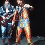 1972_ L'alieno Ziggy in tuta multicolor