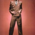 1973_ David Bowie in completo di Derek Morton. Fotografia di Mick Rock