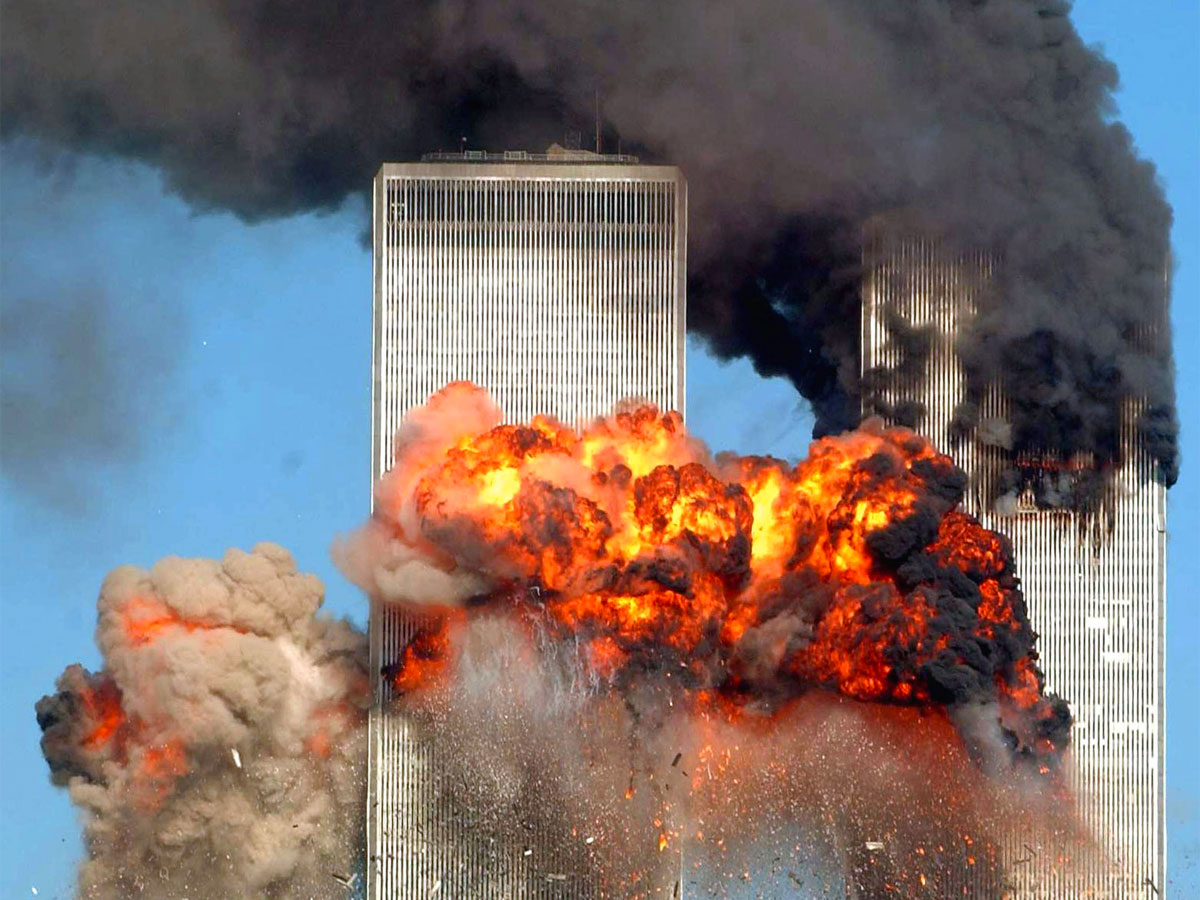 11-settembre-Torri-gemelle-schianto