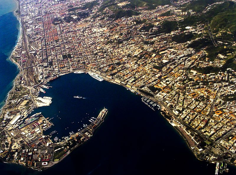 800px-Messina_harbour_-_aerial_view